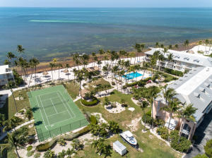 Tennis court, pool, sandy beach and dockage!