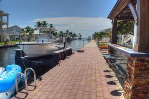 15 Poisonwood Road, Key Largo, FL 33037