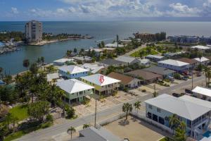410 3Rd St, Key Colony, FL 33051