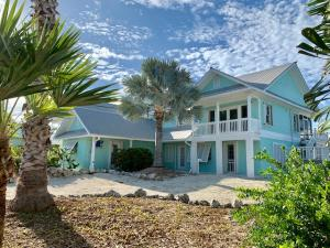 586 E Caribbean Drive, Summerland Key, FL 33042
