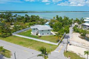 17213 Starfish Lane E, Sugarloaf, FL 33042
