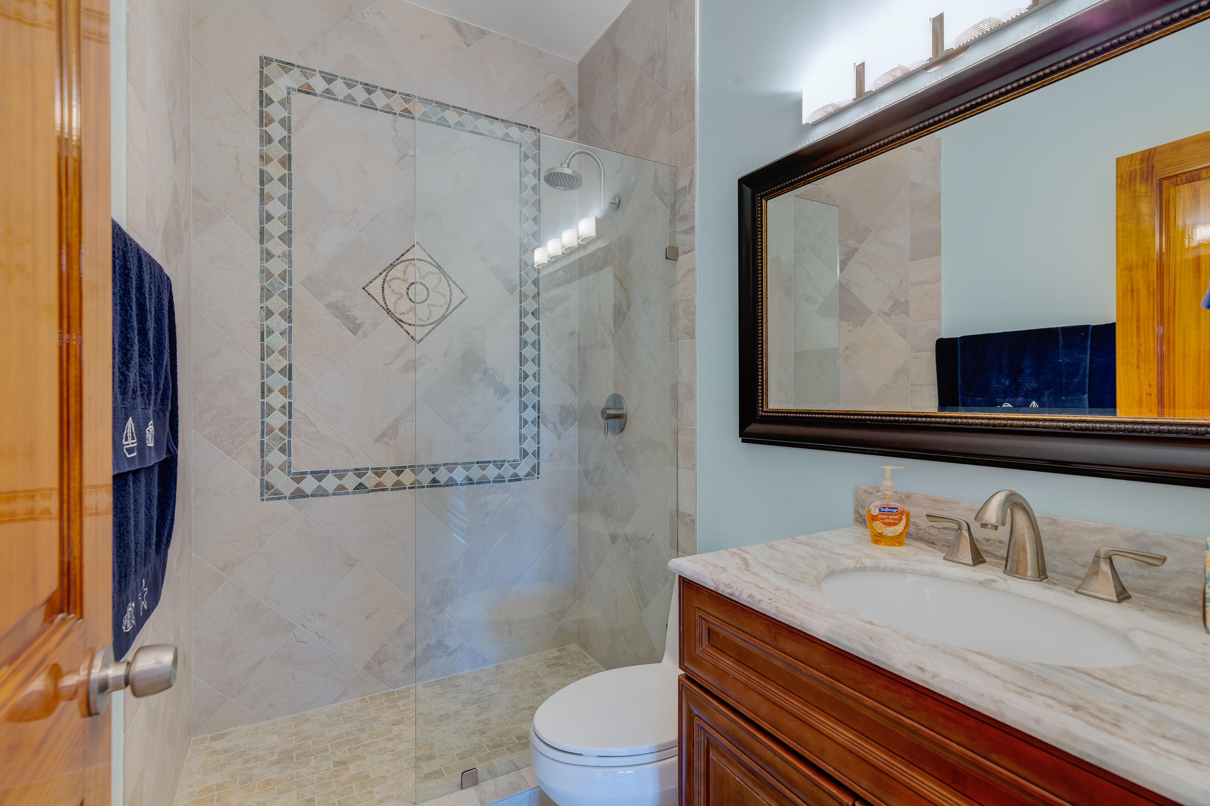 Lisitng Image number12 for 125 Venetian Drive