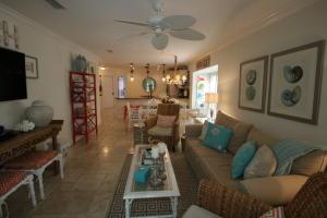 9877 Leeward Avenue, KEY LARGO, FL 33037