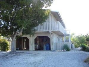 114 Lobstertail Road, Big Pine, FL 33043
