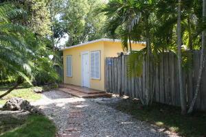 15 Coral Way, Key Largo, FL 33037