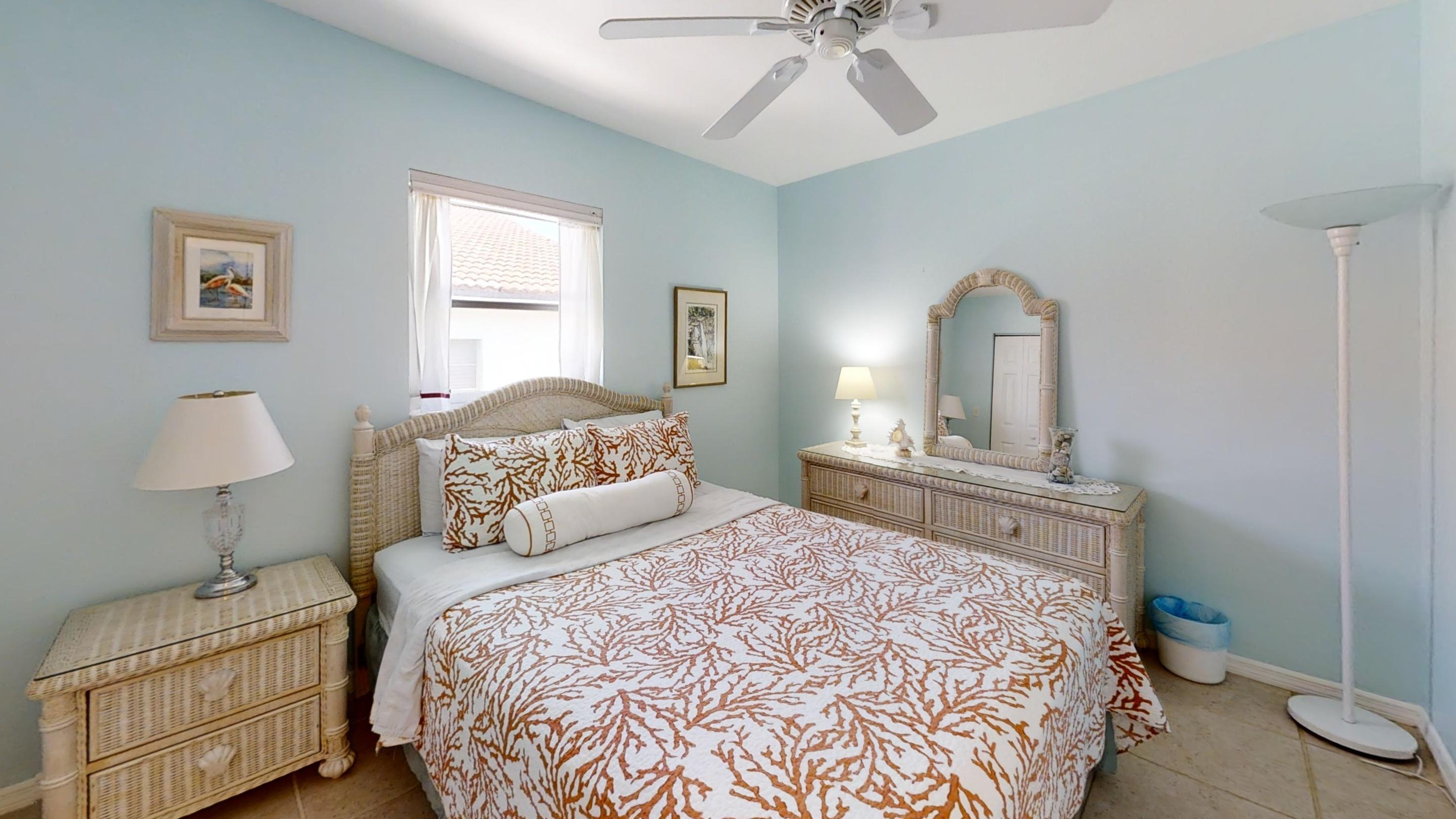 371-5th-St-Key-Colony-Beach-Bedroom (4)