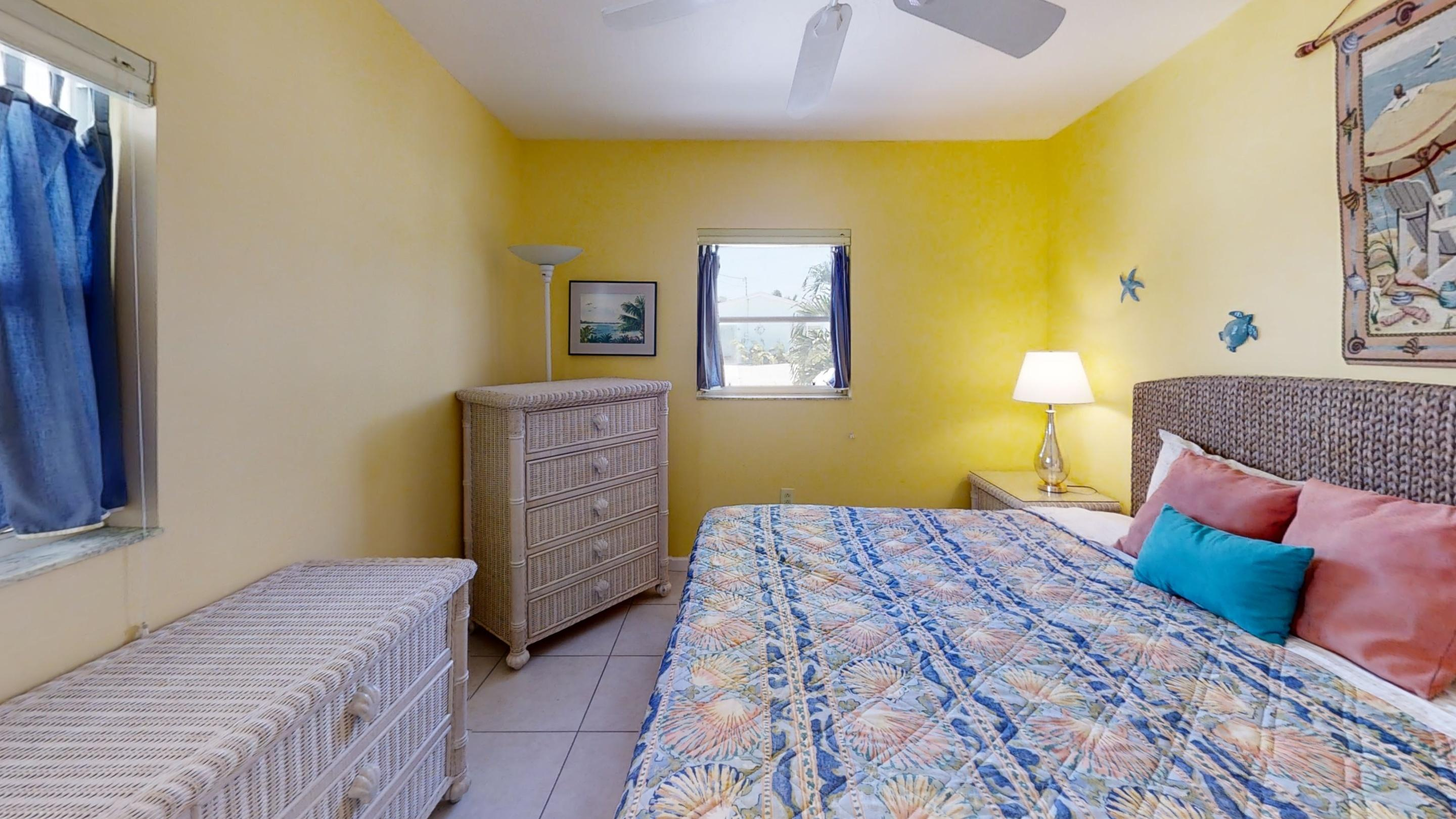 371-5th-St-Key-Colony-Beach-Bedroom (2)