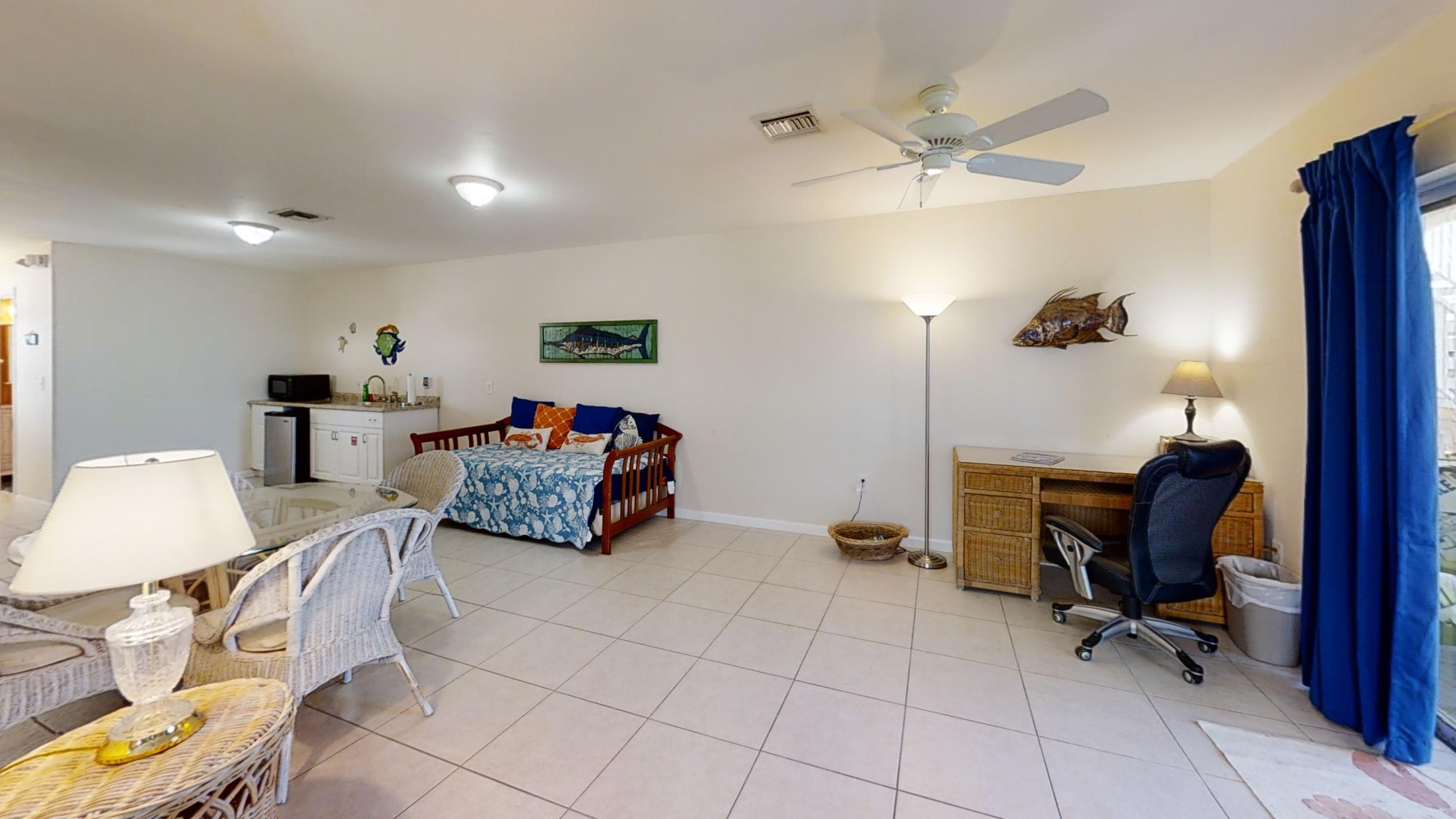 371-5th-St-Key-Colony-Beach-Bedroom