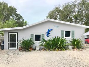 711 Sharon Place, Key Largo, FL 33037