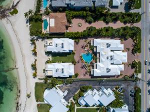 821 W Ocean Drive 6, KEY COLONY, FL 33051