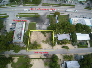 Mixed-use Village Center (VC) Zoned property Located in the heart of Islamorada! This desirable mixed-use property offers 100ft of frontage on the Old Hwy. Village recognizes one dwelling unit so a ROGO / BPAS application is NOT required to rebuild. Great opportunity to rebuild residential or light commercial as per VC zoning. Asking price includes lot and ROGO/BPAS rights. Present an offer today!!