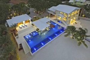 30 Ocean Front Drive, Key Largo, FL 33037