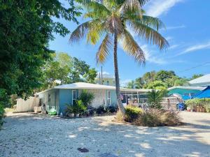 9 North End Road, Key Largo, FL 33037