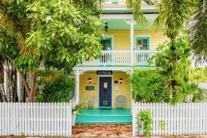 The Seaport Inn is located in a quiet residential neighborhood, just one block from the Historic Seaport boardwalk, which includes restaurants, charter boats and all other activities on the Harbor.  Just a short walk to the World Famous Duval Street, which runs from the Gulf of Mexico to the Atlantic Ocean.  This charming Guest House    has six suites, recently updated and can be rented individually or as a whole.  A unique opportunity  for family reunions and destination wedding parties and friends group to visit Key West.   A very large pool and patio area with Tiki Hut allows for entertaining and or relaxing and enjoying our beautiful Key West weather.