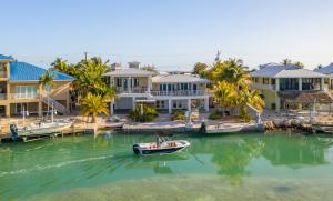 118 E Caribbean Drive, Summerland Key, FL 33042