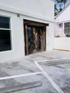 507 Olivia and 825 Duval Unit 4 are the same property. 1018 Sq ft with 15 ft ceilings, one parking spot, long term lease preferred. Triple net lease Very light and bright space!