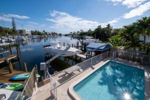 Pool, boatlift, davits and VIEWS!!!