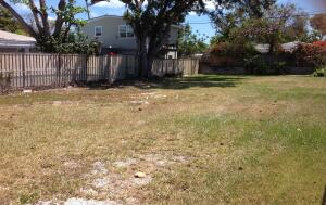 Large 120x50 ft Lot Fully Fenced In.