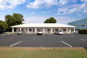 High traffic commercial building available on Plantation Key in the Village of Islamorada.  Located just steps from elementary and high schools, very close proximity to hospital, medical offices, shopping, dining and local service providers.  CBS Structure, approximately 2450sqft with paved parking lot directly on US 1.  Current tenant is leaving.  Showing appointments are imperative until current tenant vacates.  Call for more specific details.