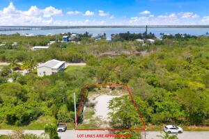 647  40th Street  For Sale, MLS 596709