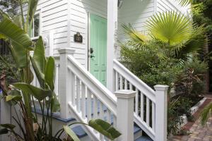 1327  Whitehead Street  For Sale, MLS 597343