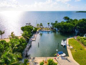 16 Seaside Avenue, Key Largo, FL 33037