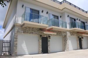 Pale Kieran Hickey Drive 436D, Sinajana, GU 96910