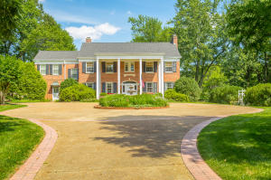222 W Brow Oval, Lookout Mountain, TN 37350