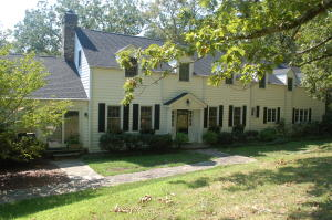 Welcome home to 1333 Scenic Highway!
