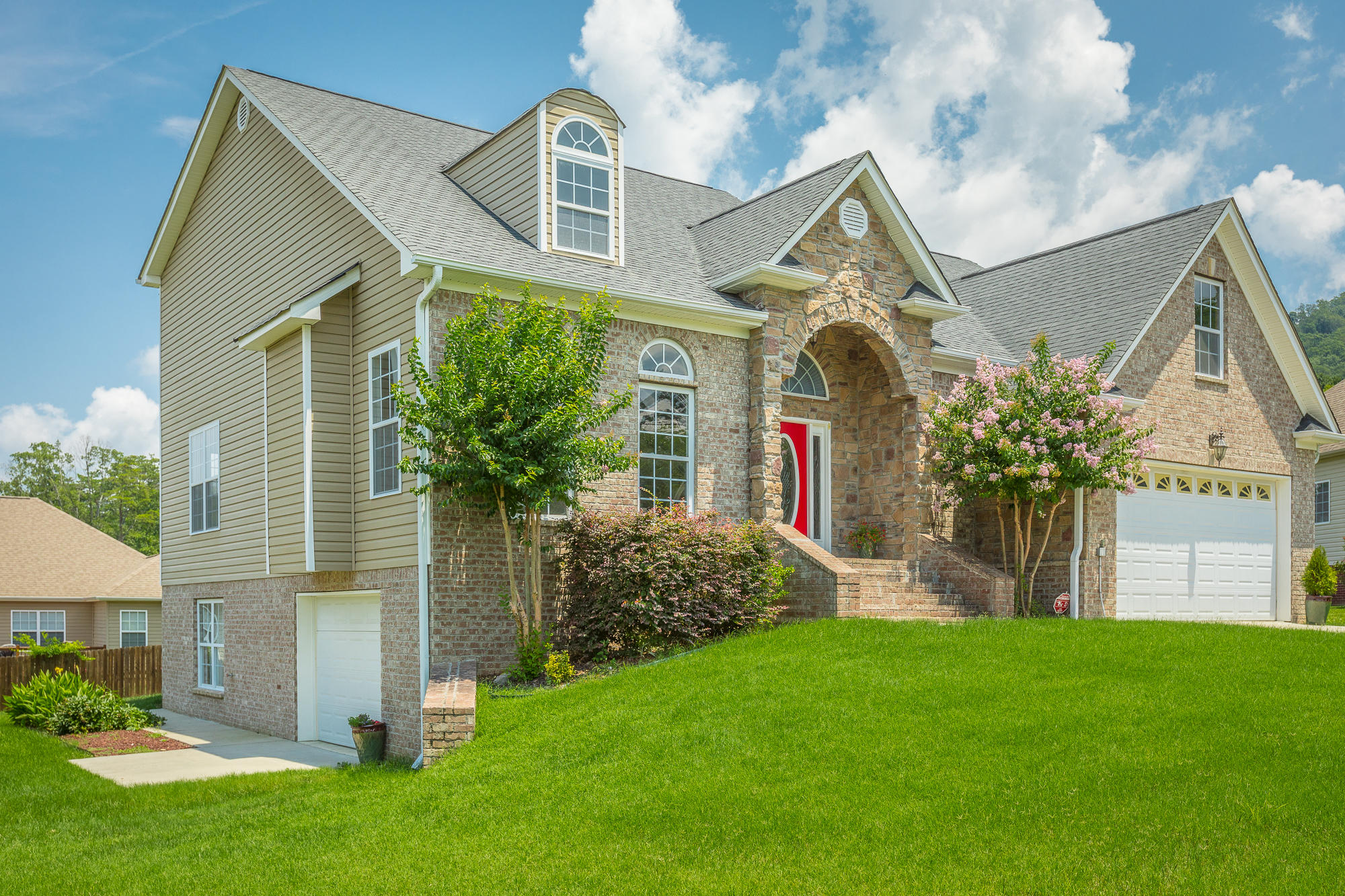 7661 Duskview Ct Chattanooga #homeforsaleinchattanooga, #ChattanoogaHomeForSale, #ThePaulaMcDanielGroup, #Chattanoogarealestateforsale, #Chattanoogarealestateforsale, #allbrickhomeforsale#, ThePaulaMcDanielGroup, #homeforsalewith - The Paula McDaniel Group With Real Estate Partners Chattanooga LLC Luxury homes for sale in Chattanooga and N. GA by The Paula McDaniel Group. Chattanooga homes and land for sale by The Paula McDaniel Group with Real Estate Partners Chattanooga LLC