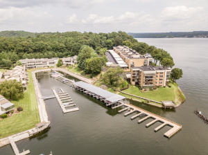 Lakeshore Community surrounded by Lake Chickamauga