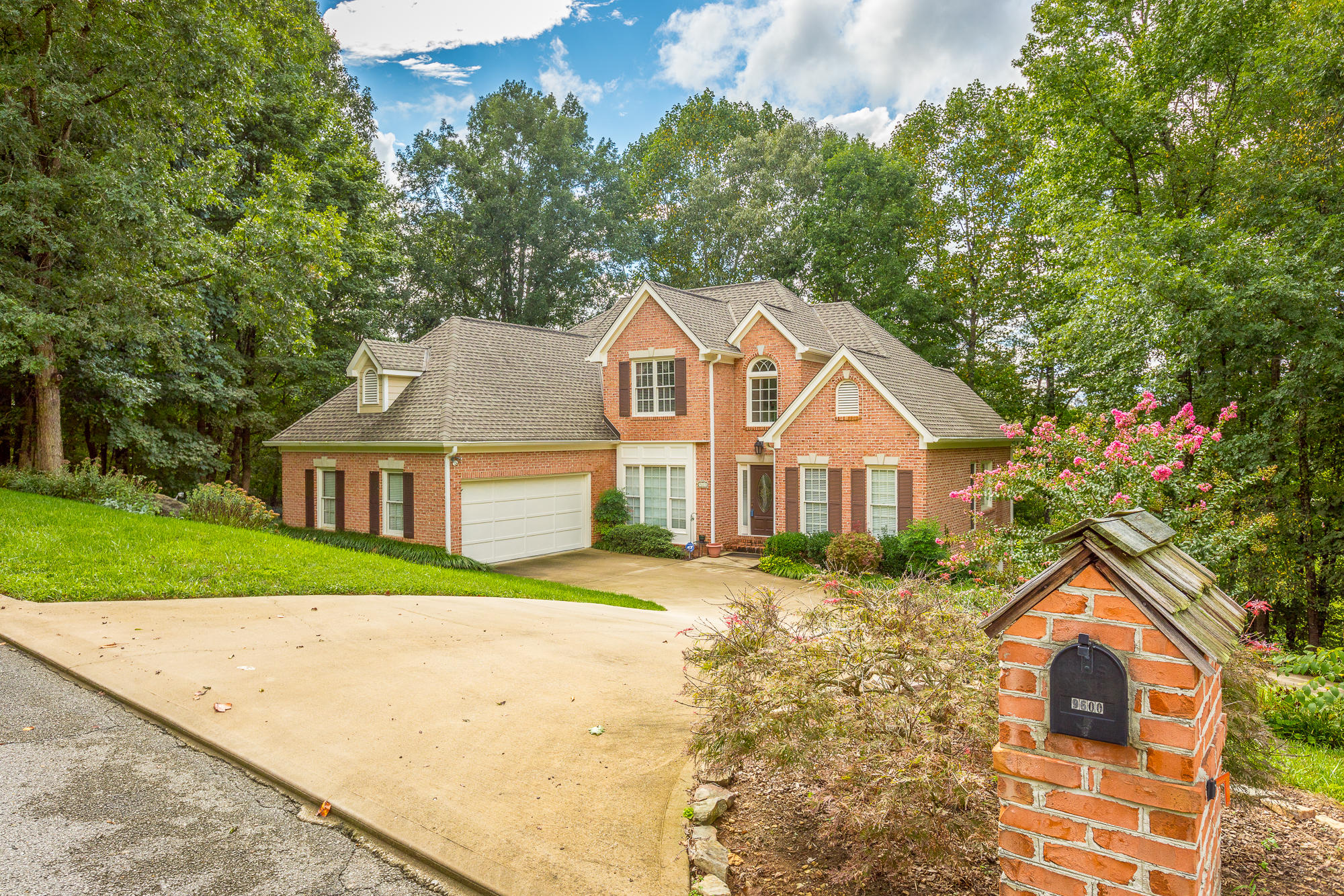 9600 Thornberry Drive Chattanooga #homeforsaleinchattanooga, #ChattanoogaHomeForSale, #ThePaulaMcDanielGroup, #Chattanoogarealestateforsale, #Chattanoogarealestateforsale, #allbrickhomeforsale#, ThePaulaMcDanielGroup, #homeforsalewith - The Paula McDaniel Group With Real Estate Partners Chattanooga LLC Luxury homes for sale in Chattanooga and N. GA by The Paula McDaniel Group. Chattanooga homes and land for sale by The Paula McDaniel Group with Real Estate Partners Chattanooga LLC