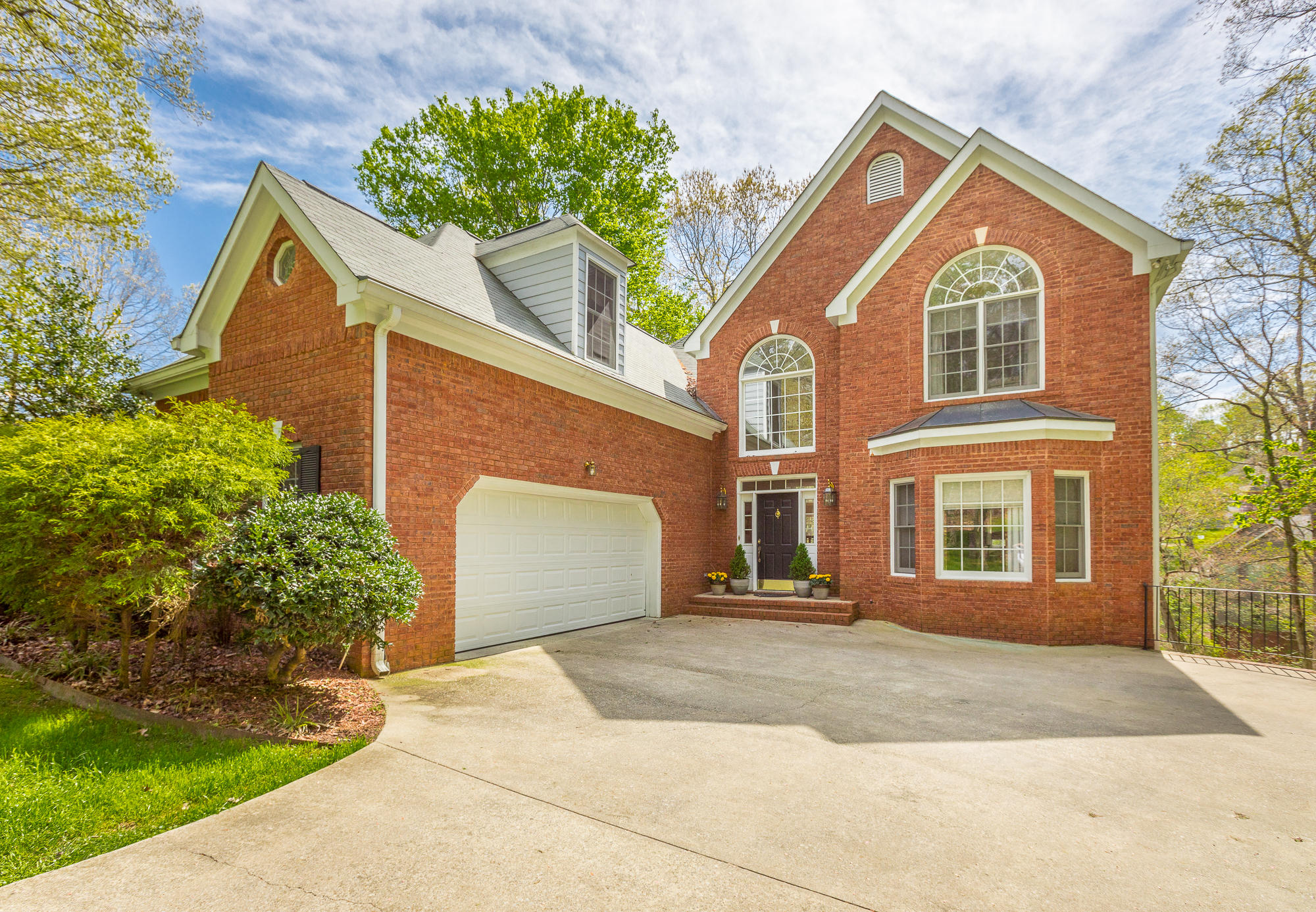 1814 Oak Cove Dr Chattanooga #homeforsaleinchattanooga, #ChattanoogaHomeForSale, #ThePaulaMcDanielGroup, #Chattanoogarealestateforsale, #Chattanoogarealestateforsale, #allbrickhomeforsale#, ThePaulaMcDanielGroup, #homeforsalewith - The Paula McDaniel Group With Real Estate Partners Chattanooga LLC Luxury homes for sale in Chattanooga and N. GA by The Paula McDaniel Group. Chattanooga homes and land for sale by The Paula McDaniel Group with Real Estate Partners Chattanooga LLC
