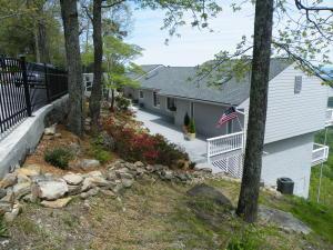 504 N Palisades Dr, Signal Mountain, TN 37377