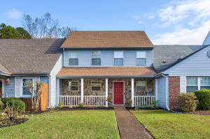 1353 Village Green Dr, Hixson, TN 37343