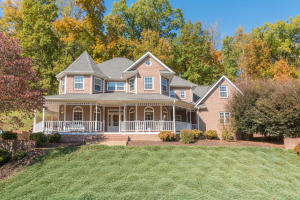 Welcome to 3125 Waterfront Dr!
