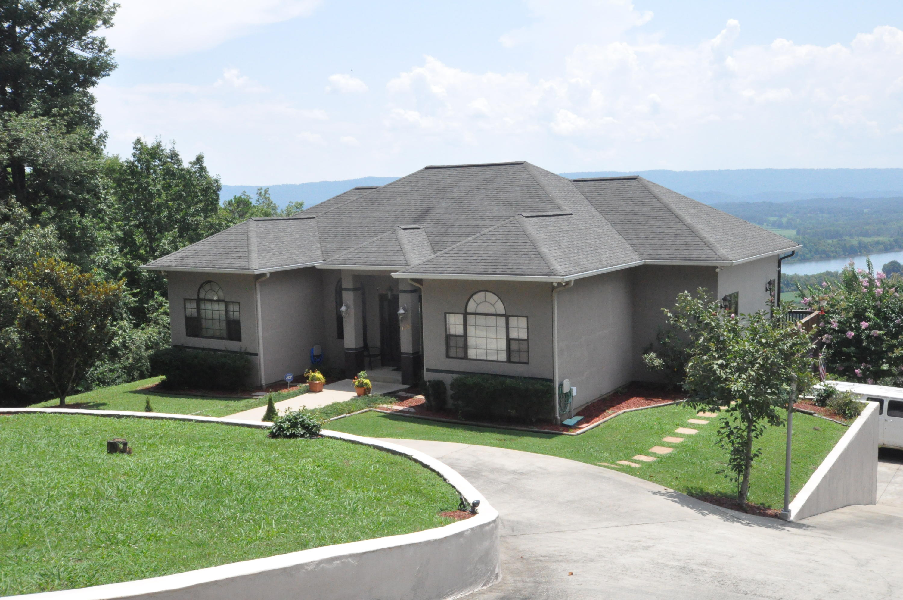 Details for 380 Riverview, South Pittsburg, TN 37380
