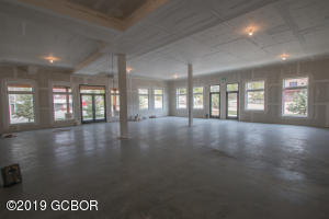 The possibilities are endless in this blank canvas space for your business!