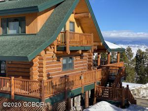 Log home, great views, awesome location