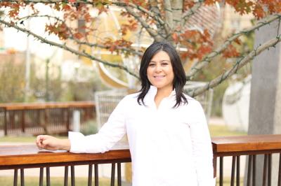 Claudia Esparza agent image