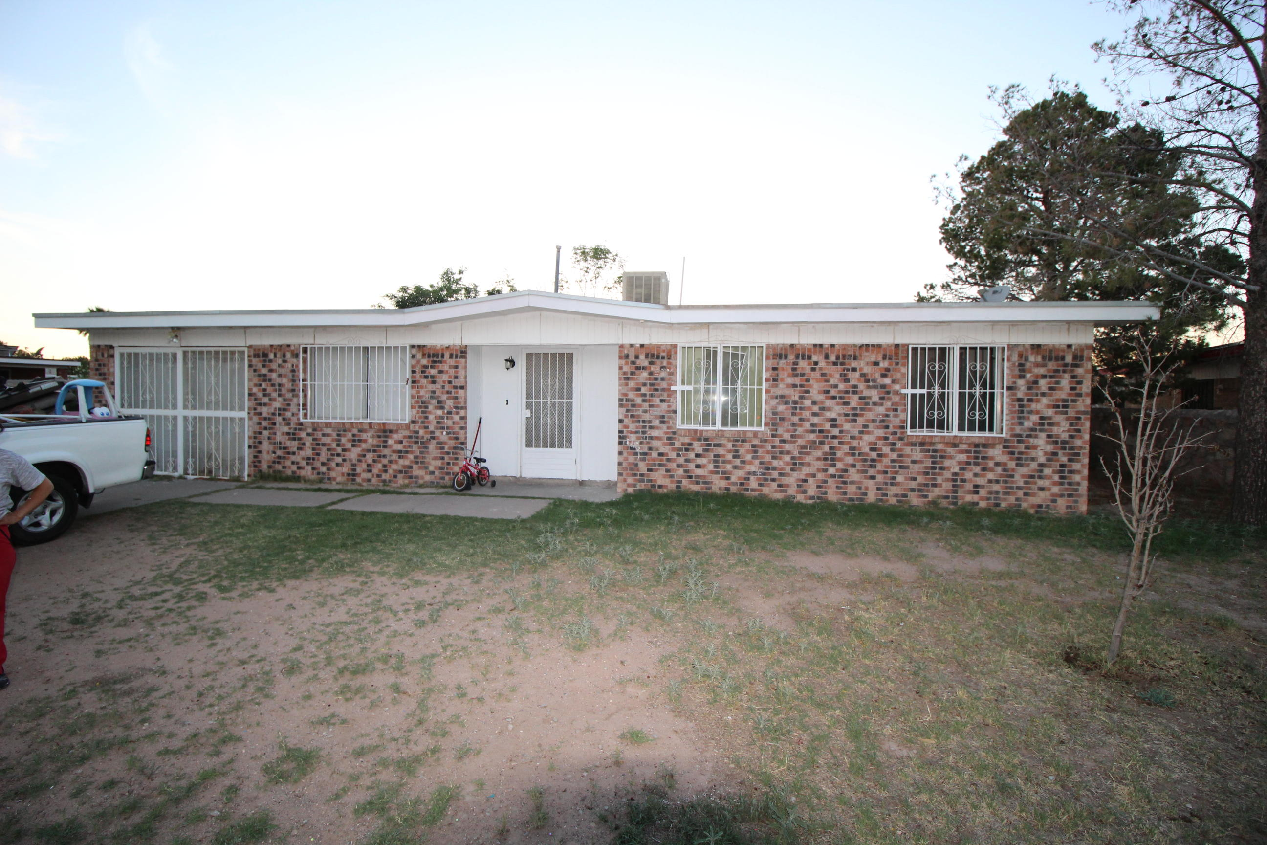 611 HAVERHILL, El Paso, Texas 79907, 3 Bedrooms Bedrooms, ,2 BathroomsBathrooms,Residential,For sale,HAVERHILL,810567