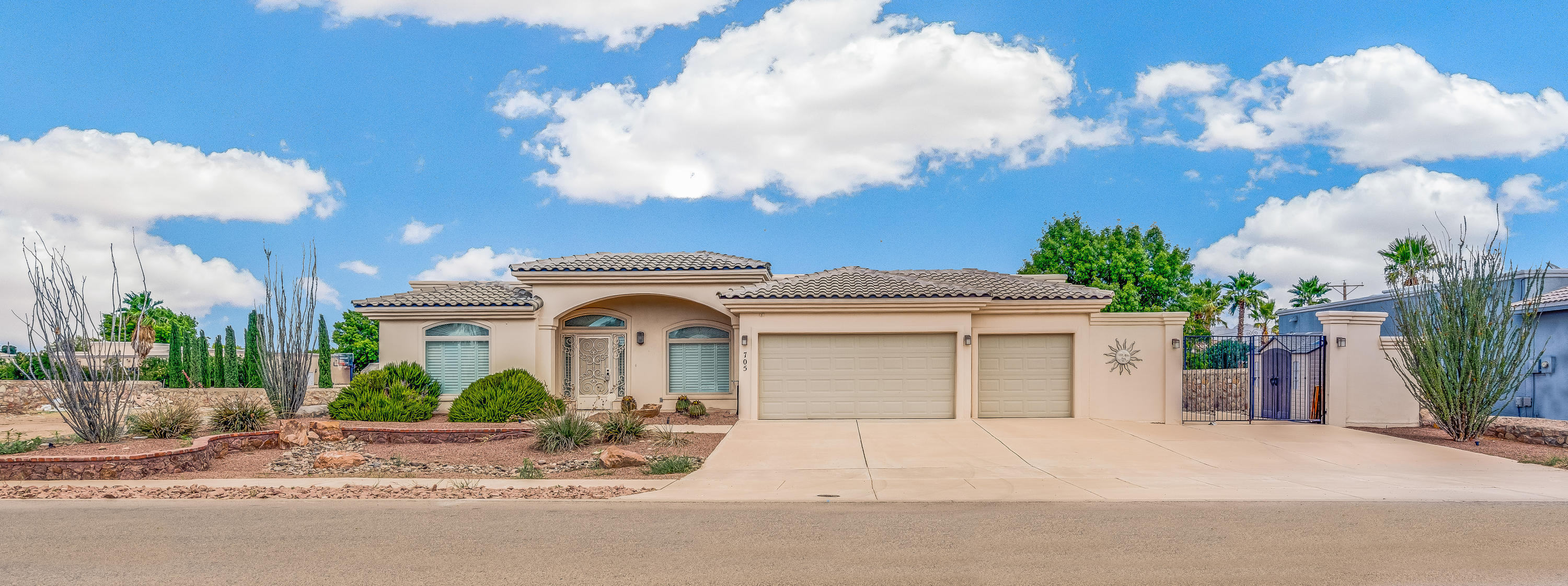 705 Whitney Ann, El Paso, Texas 79932, 3 Bedrooms Bedrooms, ,4 BathroomsBathrooms,Residential,For sale,Whitney Ann,813879