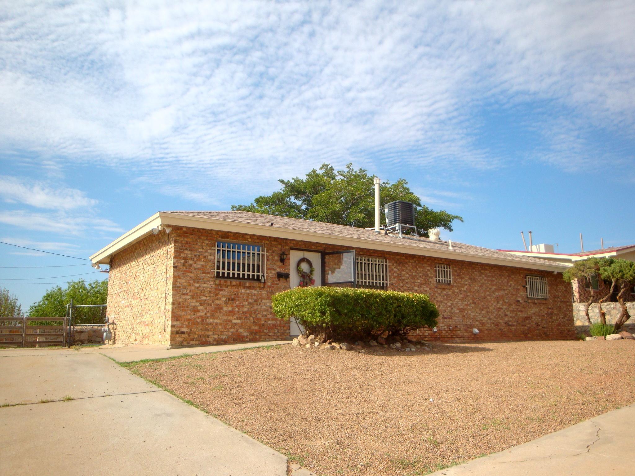 3718 MOONLIGHT, El Paso, Texas 79904, 2 Bedrooms Bedrooms, ,1 BathroomBathrooms,Residential,For sale,MOONLIGHT,814821