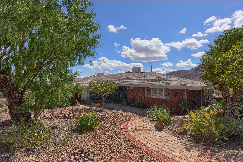 8009 BIG BEND, El Paso, Texas 79904, 4 Bedrooms Bedrooms, ,3 BathroomsBathrooms,Residential,For sale,BIG BEND,816402