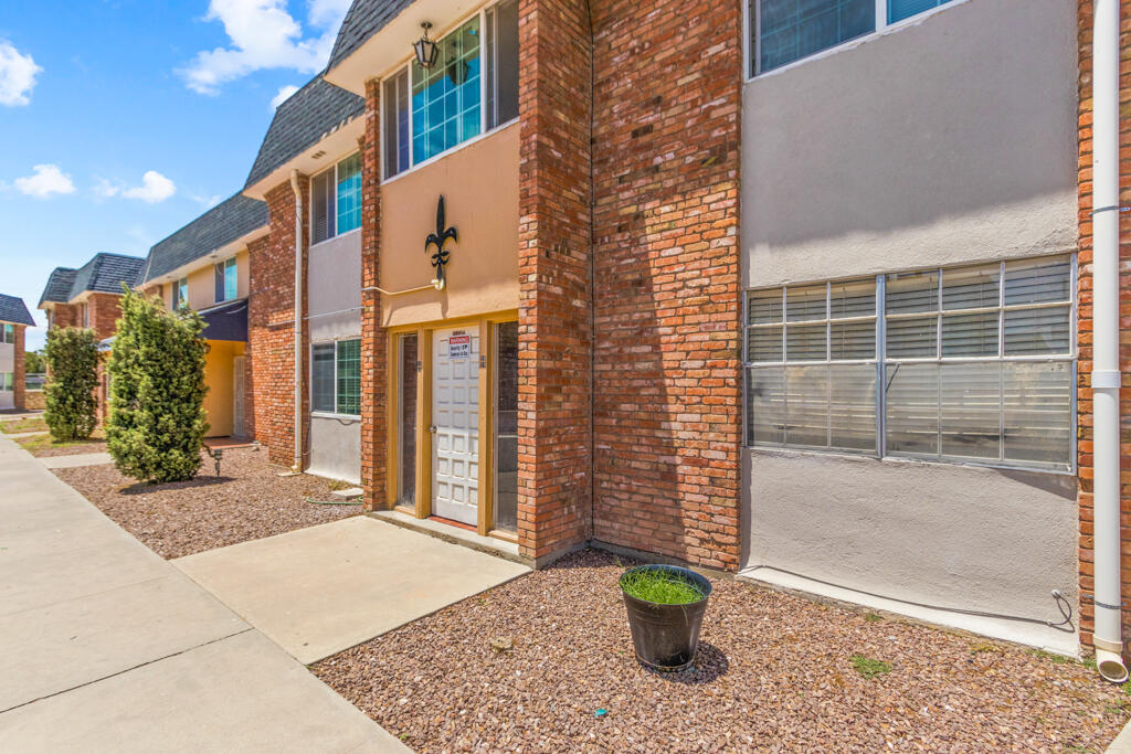 Cozy 1 bedroom 1 bath ground level condominium for sale in central El Paso located within walking distance of UTEP, restaurants, and shopping centers. Modern kitchen and restroom, spacious closet. Don't miss the opportunity to own the only unit that includes its own laundry room! Contact us today!