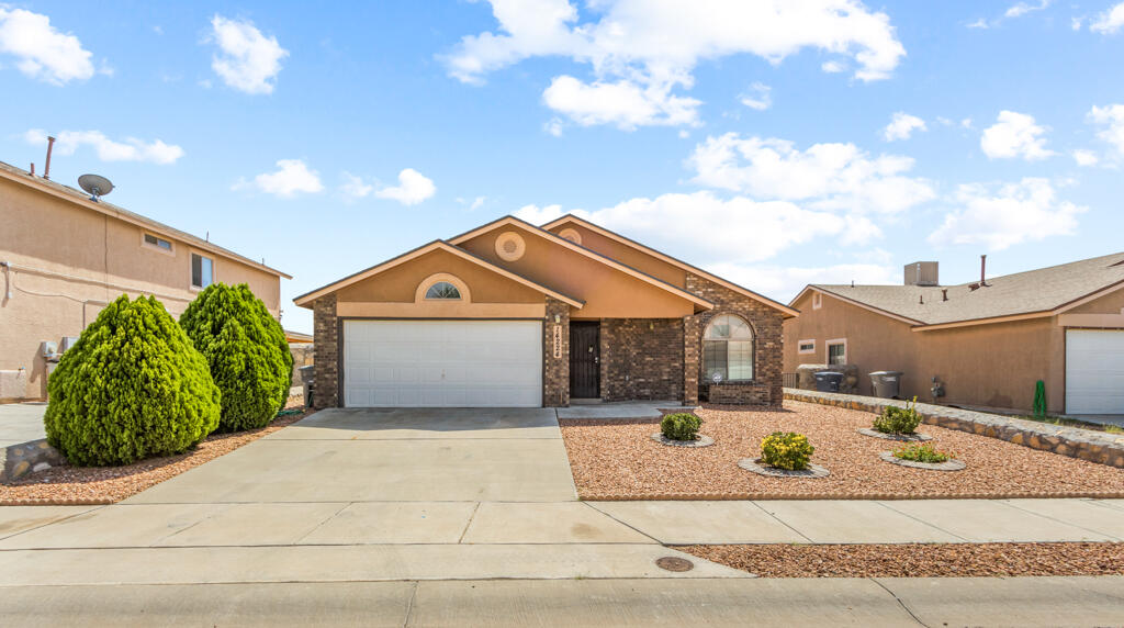 Beautiful one story home offers a large open living area 3 spacious bedrooms and 2 baths.It is located in a highly desirable area of East El Paso with great schools nearby, a park, restaurants, and shopping. This home will not last long, contact us today!