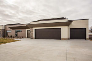 3969 IVY DRIVE, GRAND FORKS, ND 58201