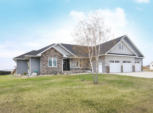 1697 KINGS VIEW DR, GRAND FORKS, ND 58201