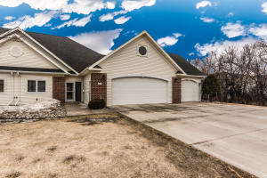 3387 LONGBOW CT, GRAND FORKS, ND 58203