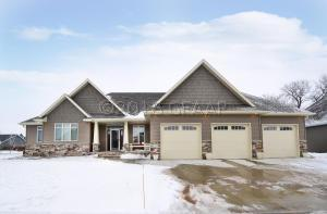 5501 CHARLIE RAY DR, GRAND FORKS, ND 58201